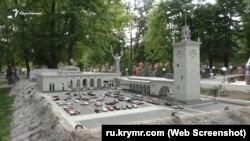 Макет Железнодорожного вокзала в Симферополе в Бахчисарайском парке миниатюр
