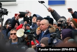 Deputy Governor Sergei Tsivilyov talks to Kemerovo residents on March 27. He has suggested that a man who lost his sister, wife, and three children in the fire was engaging in self-promotion.