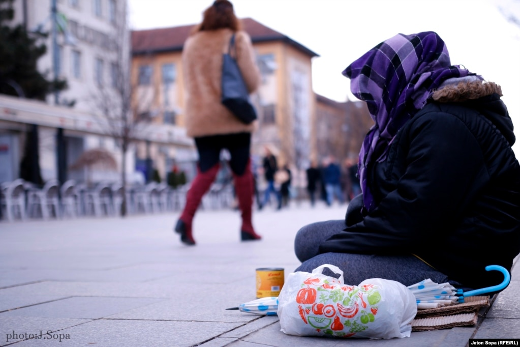 A beggar wrapped up against the chill in Mother Theresa Square in Prishtina. (Photo by Jeton Sopa)