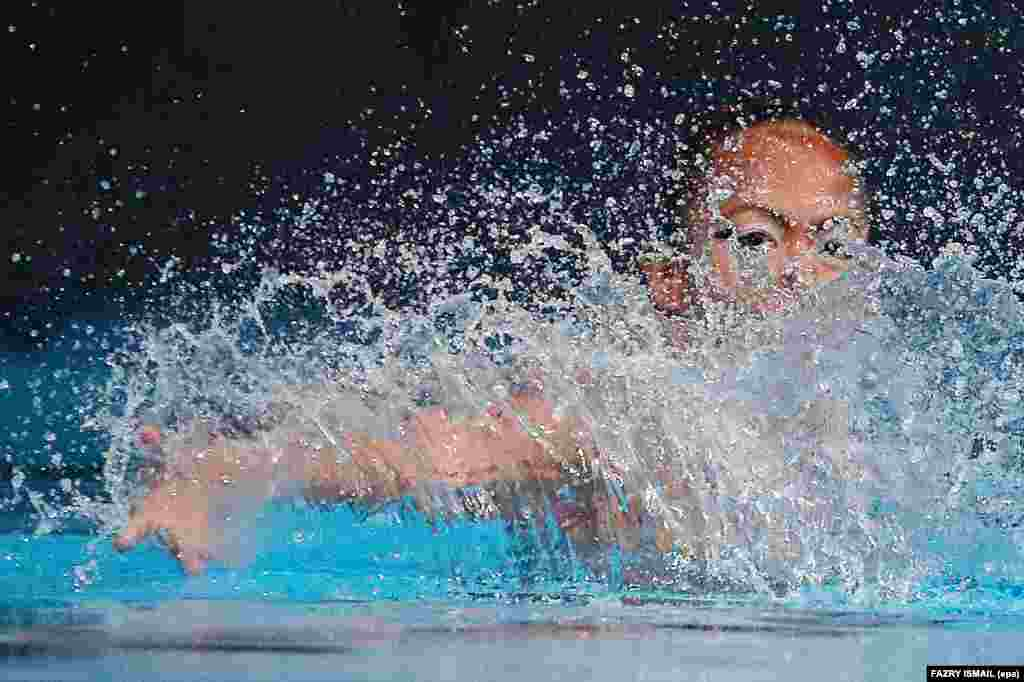 Nantaya Polsen of Thailand performs during the SEA Games 2017 solo synchronized swimming events in Kuala Lumpur. (epa/Fazry Ismail)