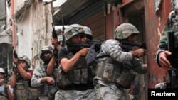 جنود لبنانيون في عملية ضد مسلحين في طرابلس