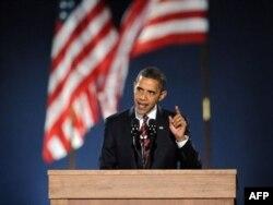 Барак Абама выступае У Чыкага пасьля перамогі на прэзыдэнцкіх выбарах, 4 лістапада 2008