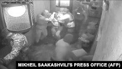 Момент затримання Міхеїла Саакашвілі в ресторані у Києві. 12 лютого 2018 року