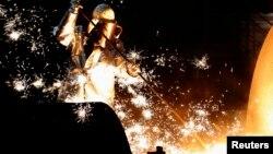 Робітник металургійного заводу в Німеччині (архівне фото)