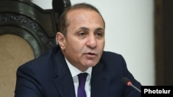 Armenia - Prime Minister Hovik Abrahamian chairs a cabinet meeting, Yerevan, 18Jun2015.