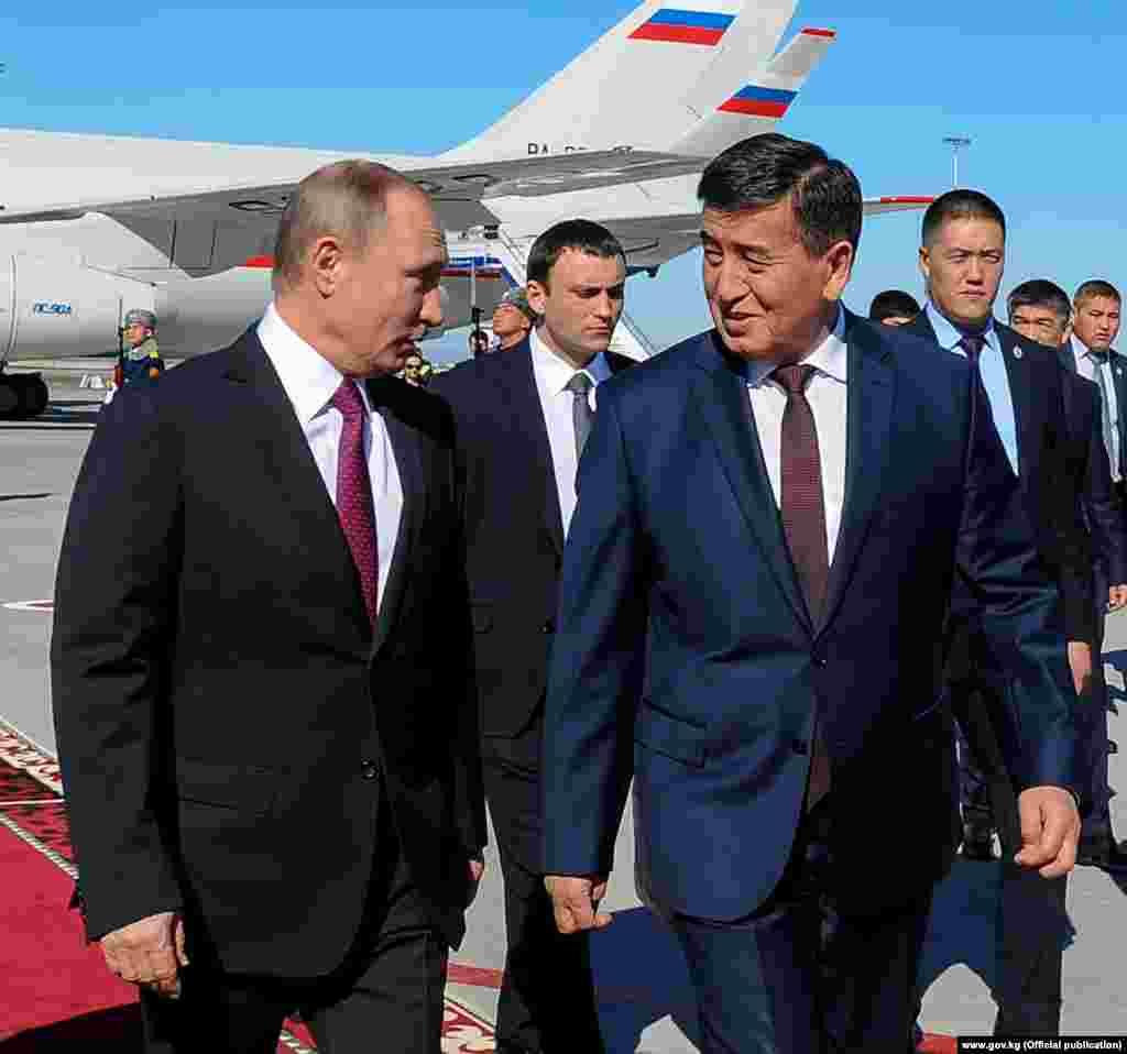 Орусия президенти Путин Борбор Азия боюнча сапарга чыгып, эки күндөн бери Казакстанда, андан кийин Тажикстанда болду.