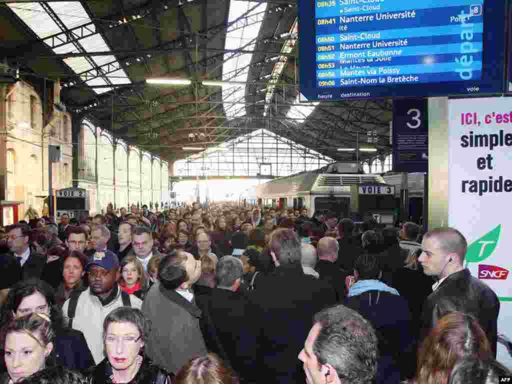 Всеобщая забастовка транспортников во Франции против экономической политики Саркози