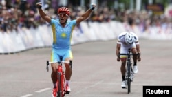 Kazakhstan's Aleksandr Vinokurov celebrates as he crossing the finish line in London to win the men's cycling road race at the London 2012 Olympic Games on July 28.