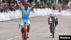 U.K. -- Kazakhstan's Alexandr Vinokurov celebrates as he wins the men's cycling road race at the London 2012 Olympic Games, 28Jul2012