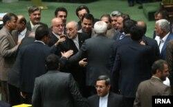 صالحی در میان نمایندگان. یکشنبه ۱۹ مهر ۹۴