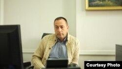 Константин Дорошок в депутатском кресле. Сентябрь 2015 года