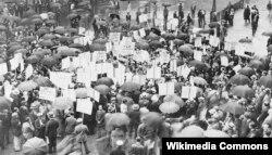 Клиенты обанкротившегося Bank of the United States в Нью-Йорке пытаются получить свои вклады в 1931 году
