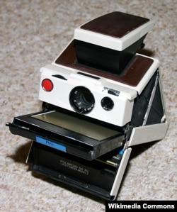 «Polaroid» fotoaparatı