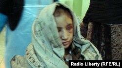 14 жашар Сахар Гүл күйөөсүнүн үйүндөгү жертөлөдөн бошотулгандан кийин. 28-декабрь, 2011.