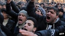 Прокуратура алдына нааразылыкка чыккандар. 15-январь. Гүмри, Армения.
