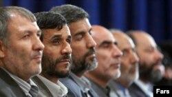 محمود احمدینژاد در دیدار با شماری از اعضای جبهه پیروان امام و رهبری در خرداد ۸۸