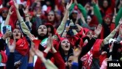 از معدود موارد حضور زنان ایرانی در ورزشگاهها در جریان مسابقات فوتبال باشگاهی آسیا