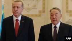 Президент Казахстана Нурсултан Назарбаев и президент Турции Реджеп Эрдоган во время встречи в Астане 16 апреля 2015 года.