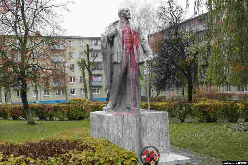 Lida, Belarus: A Lenin after being splashed with blood-red paint in 2016.