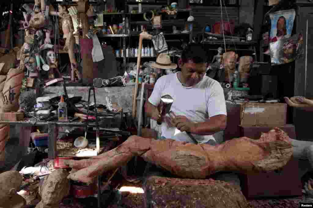 За словами Хозе Гомеса, професія реставратора поступово відмирає, а майстрів, які залишилися в Сальвадорі, можна порахувати на пальцях однієї руки