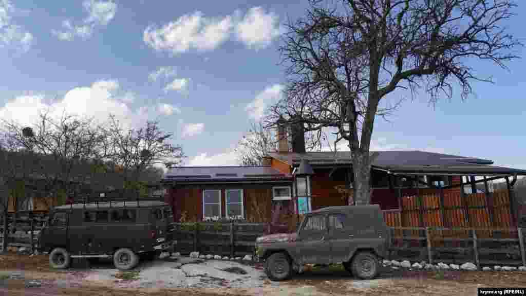 За покупками в ближайшие населенные пункты жители Пчелиного добираются на проверенных УАЗиках