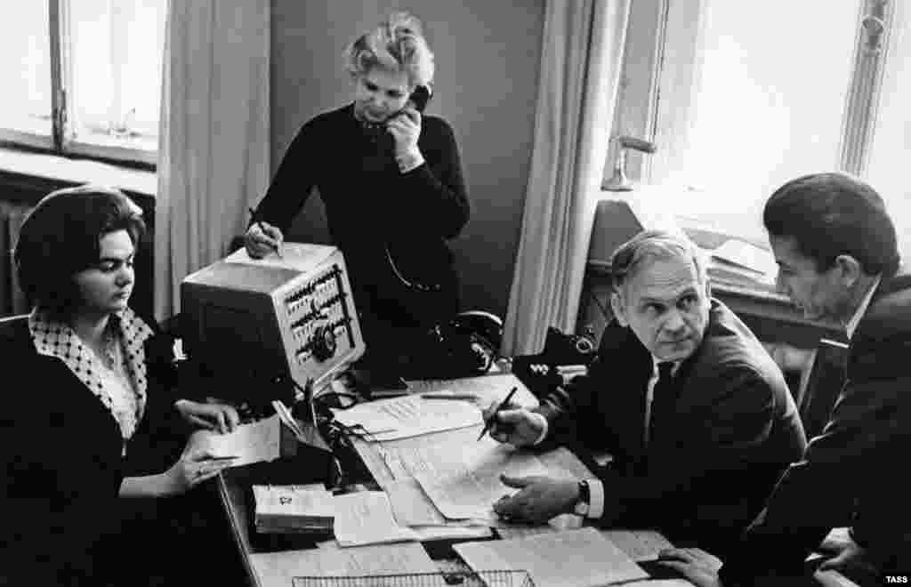 A TASS editorial team in 1958