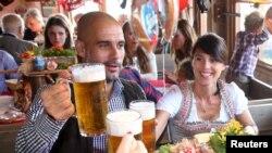 «Bavariya» futbolçuları pivə festivalında- [fotolar]