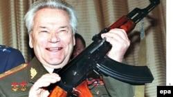 Орусия - Калашников өзү ойлоп тапкан автоматтын 50 жылдыгын белгиледи