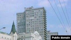 Новый Арбат. При прокладке проспекта в 1960-е годы был снесен целый район «послепожарной» застройки 1812 года.