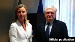 Бельгия - Встреча министра иностранных дел Армении Эдварда Налбандяна с главой МИД Италии Федерикой Могерини, Брюссель, 22 июля, 2014 г.