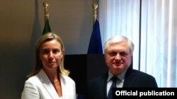Могерини на средба со ерменскиот министер за надворешни работи, Едвард Налбандиан во Брисел