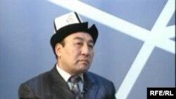 Кыргыз жазуучусу Турусбек Мадылбай.
