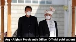 د داوودزي دا سفر د پاکستان د صدارعظم عمران خان د هغه سفر په تعقیب دی چې کابل ته یې درلود.