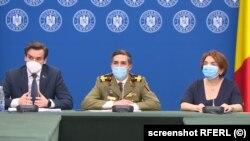 România - Medicul Valeriu Gheorghiță (centru), secretarul de stat Andrei Baciu (stânga) și