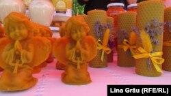Lumânări din ceară de albini la târgul producătorilor locali Cămara Fest