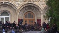 Protestçiler Abhaziýanyň lideriniň edara jaýyna zabt edýär