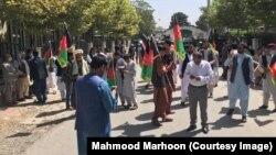 گردهمایی اعتراضکنندهها در برابر سفارت پاکستان در کابل.