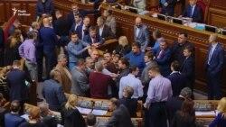 Верховна Рада підтримала законопроект Порошенка про особливі умови на Донбасі (відео)