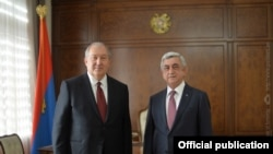 Президент Армении Армен Саркисян (слева) и третий президент Армении Серж Саргсян
