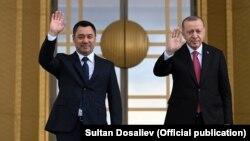 Қырғызстан президенті Садыр Жапаров пен Түркия басшысы Режеп Ердоған. Анкара, 9 маусым 2021 жыл.