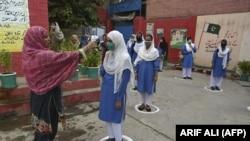 د پاکستان حکومت د کورونا مخنیوي لپاره د احتیاطي تدابیرو نه عملي کولو له کبله يې په تېرو څلورو ورځو کې په مجموعي توګه ۳۵ تعليمي ادارې تړلي.