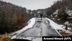 Urušen put zbog poplava u selu Sferke na Kosovu (10. januar 2021.)