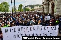 Tüntetés a CEU-ért 2017 áprilisában