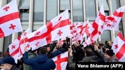 Վրաստան - Ընդդիմության ցույցի մասնակիցներն արձագանքում են վարչապետ Գիորգի Գախարիայի հրաժարականին, Թբիլիսի, 18-ը փետրվարի, 2021թ․