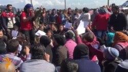 Бегалците блокираа воз, бараат отворање на македонската граница