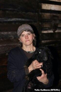Галина Литвиненко с ягненком Августиной