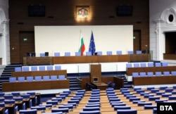 "Ремонтираната бивша зала ""Георги Кирков"", която посреща депутатите"