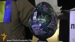 В Українському домі встановили «владне яйце»