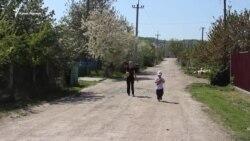 «Будь дома». Как семья Мемедеминовых живет после ареста мужа и отца (видео)