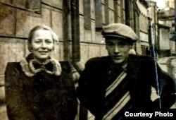 Юрий Нагибин с матерью, 1940